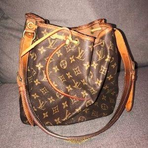 Vintage Louise Vuitton Noe bucket bag.